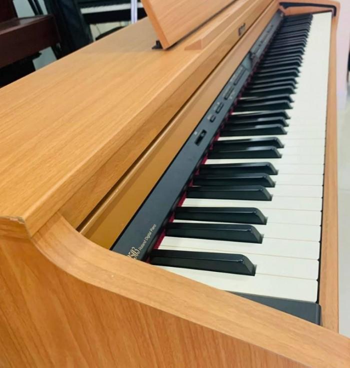 Mặt trên đàn Piano Roland HP 503 C