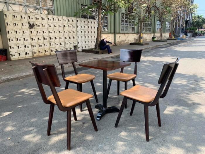 Ghế gỗ nan tựa sắt giá tại xưỡng sản xuất1