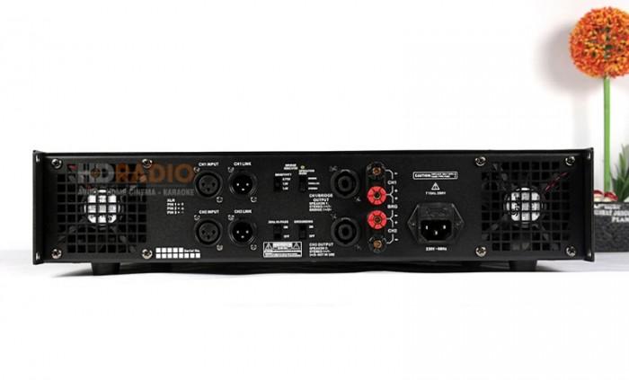 Cục đẩy công suất Kiwi KA-5000 Hỗ trợ đa dạng các cổng kết nối, tương thích với nhiều thiết bị. Đầu nối liên kết tín hiệu và đầu vào XLR (canon) giúp cho việc kết nối với các thiết bị xử lý âm thanh như mixer, vang số, EQ… tiện lợi, cho tín hiệu phát ra tối ưu.1