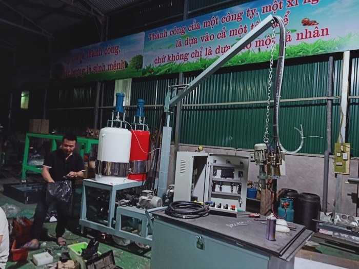 cung cấp máy phun pu Foam ( cách âm cách nhiệt bảo ôn đường ống kho lạnh tàu biển phòng hát )1