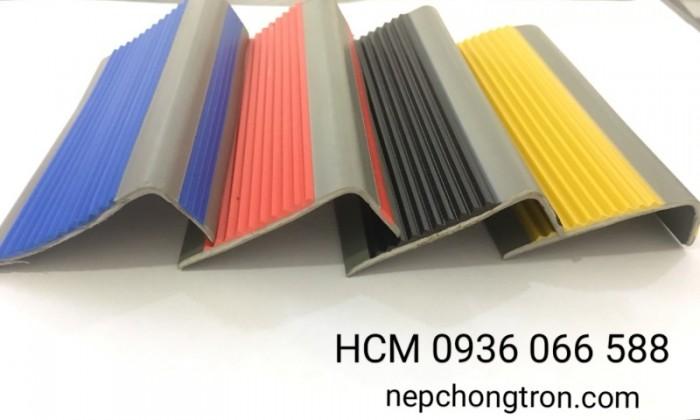 Nẹp nhựa chống trơn PVC, Nẹp mũi bậc, ốp mũi bậc cầu thang1