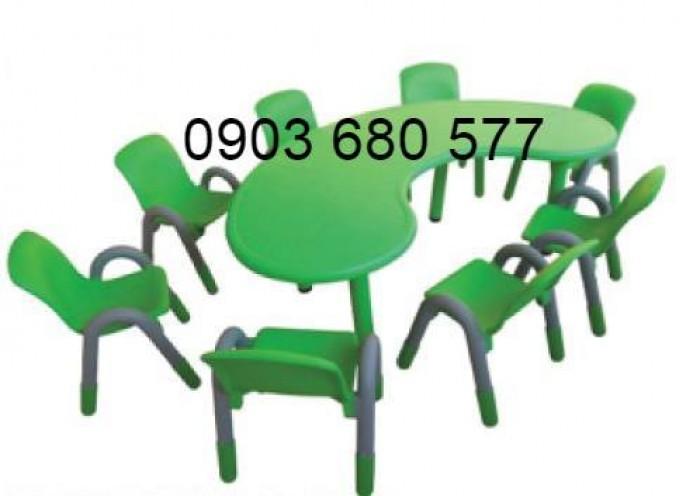 Chuyên cung cấp bàn nhựa hình vòng cung dành cho trẻ nhỏ mầm non1