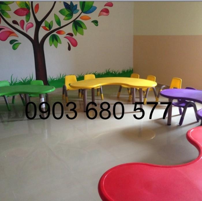 Chuyên cung cấp bàn nhựa hình vòng cung dành cho trẻ nhỏ mầm non3