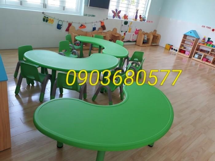 Chuyên cung cấp bàn nhựa hình vòng cung dành cho trẻ nhỏ mầm non6