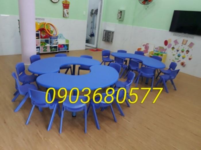 Chuyên cung cấp bàn nhựa hình vòng cung dành cho trẻ nhỏ mầm non9