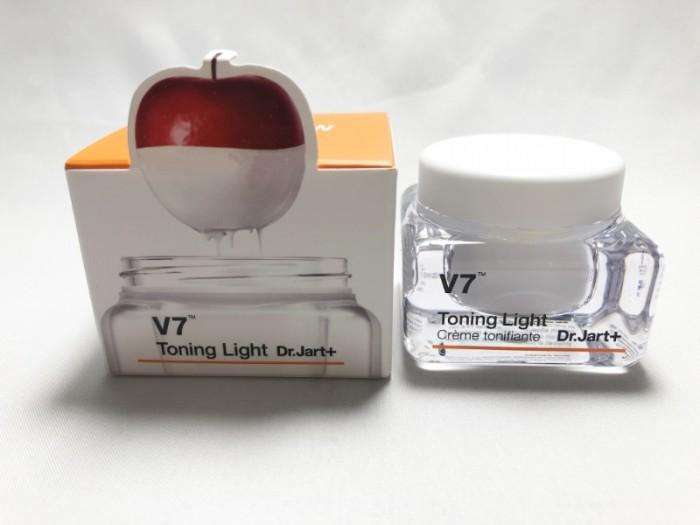 Kem dưỡng da V7 Toning Light Hàn Quốc0