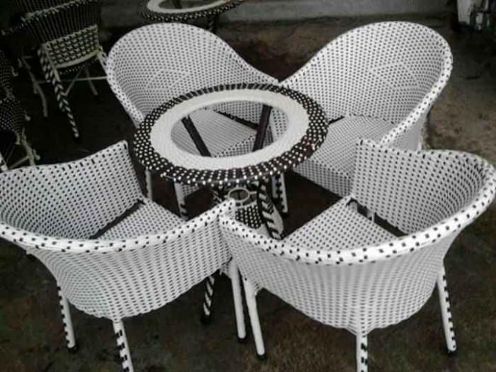 Cần thanh lý gấp nhiều loại bàn ghế cà phê, ô dù che mát với giá cạnh tranh, ưu đãi giảm4