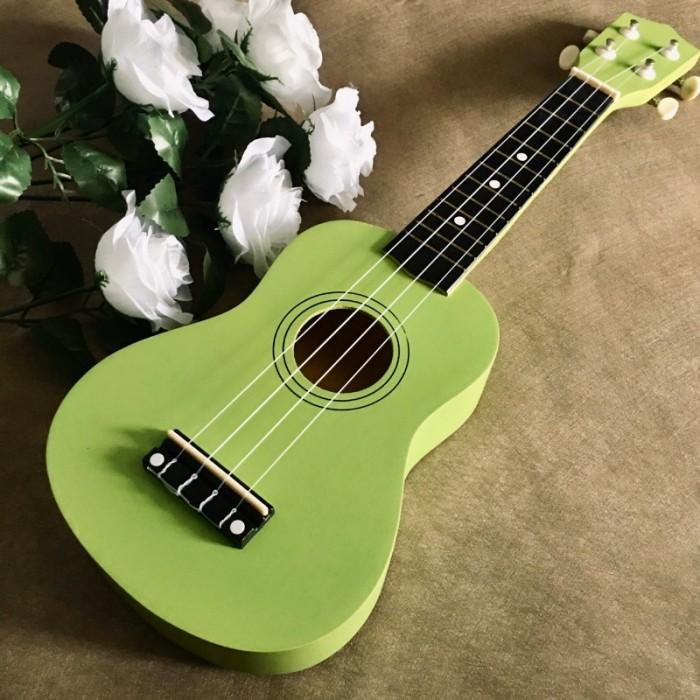 #Infor: • Size: Soprano 21' (53cm). • Chất liệu:  + Lưng và hông: gỗ basswood. + Mặt đàn:gỗ basswood. • Thích hợp dùng tập chơi và cả dùng chơi lâu dài. • Bảo hành: 1 năm sử dụng.2