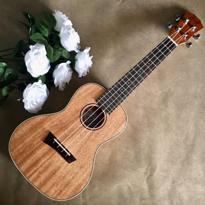#Infor: • Size: Concert 23' (58 cm). • Chất liệu:  + Lưng và hông: gỗ Sapele. + Mặt đàn:gỗ Sapele. • Đánh giá âm thanh: Tốt. • Thích hợp dùng tập chơi và cả dùng chơi lâu dài. • Bảo hành: 2 năm3