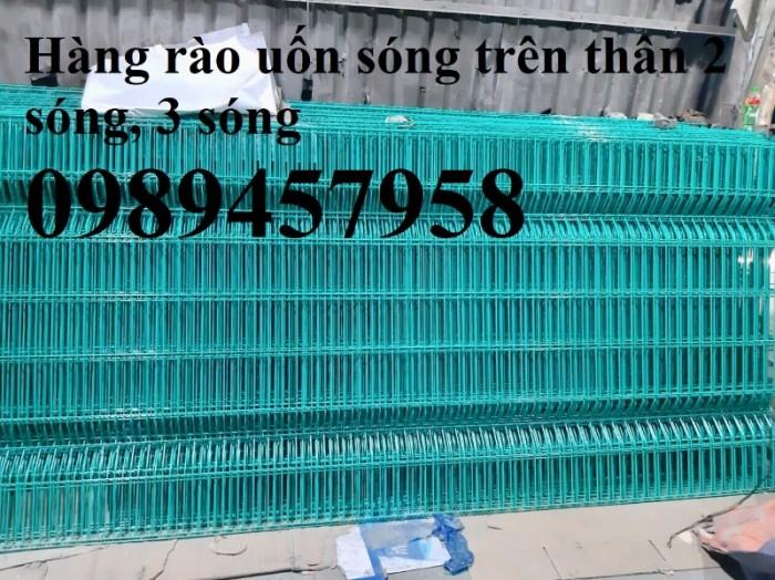 Sản xuất hàng rào uốn sóng trên thân, hàng rào lượn 2 sóng, hàng rào thép hộp1