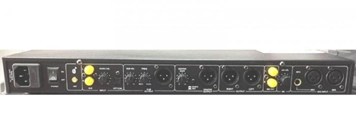 VANG CƠ NEX FX8 II cung cấp 3 nhóm Micro với 4 ngõ vào, lỗ cắm micro trước sau đều được.2