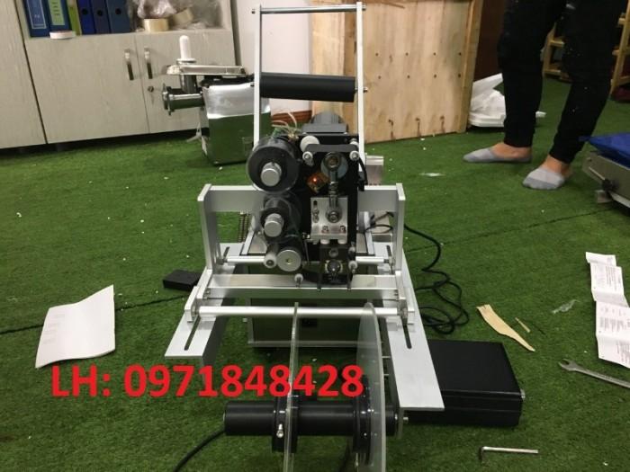 Máy dán nhãn tự động, máy dán nhãn chai tròn, máy dán nhãn decal tự động tích hợp indate2