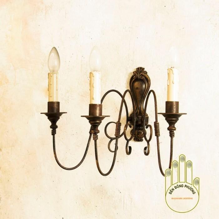 Đèn trường trang trí Châu Âu  chất liệu: Thép chuyên dụng Màu sắc: Đồng cổ, đen, trắng, xanh cổ vịt... Đèn 1 tầng gồm 3 nến0