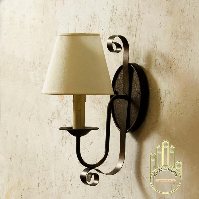 Đèn trường trang trí Châu Âu  chất liệu: Thép chuyên dụng Màu sắc: Đồng cổ, đen, trắng, xanh cổ vịt... Đèn 1 tầng gồm 1 nến chụp vải0
