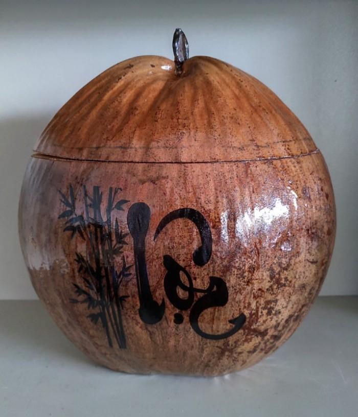 """Combo Vỏ + bình trà trái dừa hoa văn chữ: """"Phúc""""; """"Lộc""""; """"Thọ""""8"""