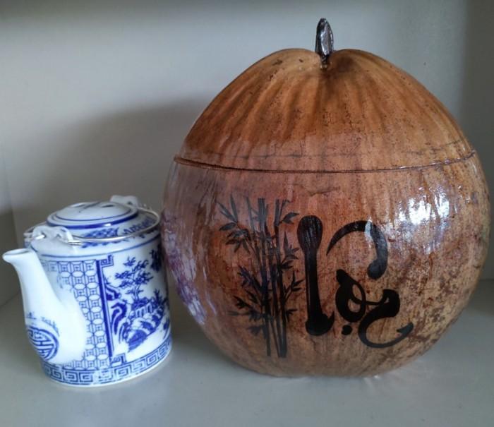 """Combo Vỏ + bình trà trái dừa hoa văn chữ: """"Phúc""""; """"Lộc""""; """"Thọ""""4"""