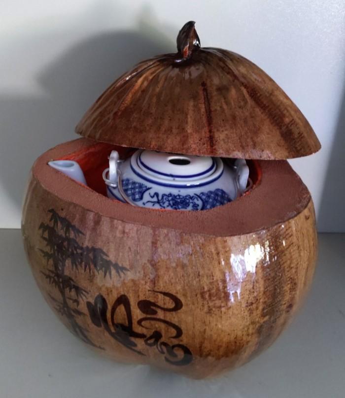 Combo Vỏ + bình trà trái dừa hoa văn chữ: An-Tâm-Nhẫn-Phát-Hiếu2