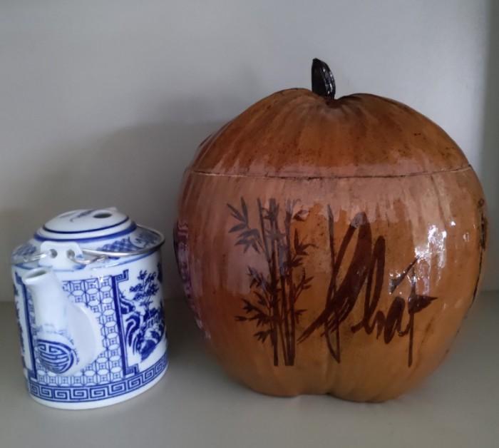 Combo Vỏ + bình trà trái dừa hoa văn chữ: An-Tâm-Nhẫn-Phát-Hiếu8