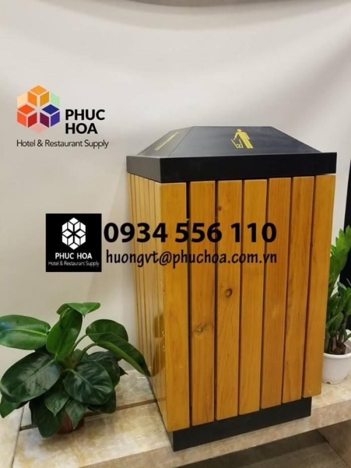 thùng rác gỗ để ngoài trời1
