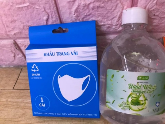 Combo Gel rửa tay khô sát khuẩn 500ml tặng khẩu trang vải 2 lớp kháng khuẩn1