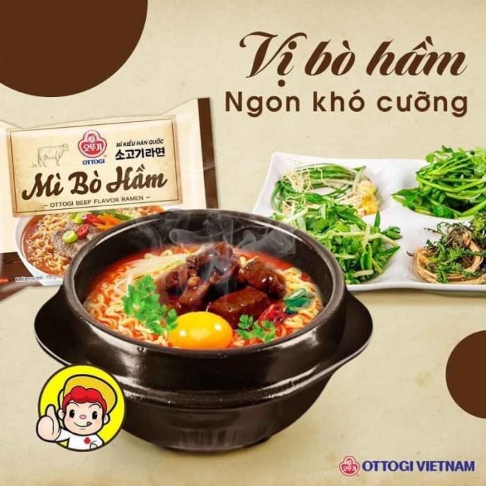 Mì bò hầm Ottogi có nước dùng đậm đà, dậy mùi bò hầm tạo nên hương thơm vô cùng hấp dẫn. Sợi mì Hàn Quốc dày, dai ngon thấm vị khiến món mì có một hương vị độc nhất khó quên   120k/lốc 8 gói10