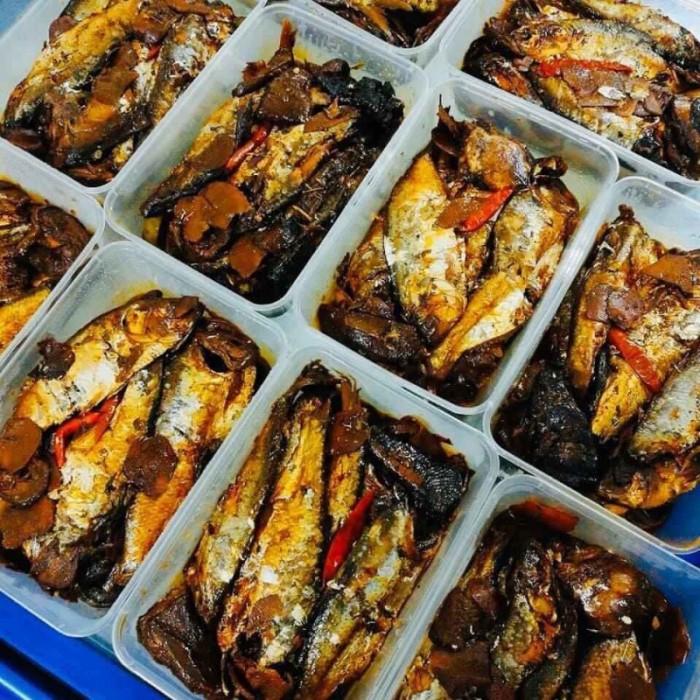 Cá mòi kho chuối xanh (đặc sản Hải Phòng): 130k/1hộp15