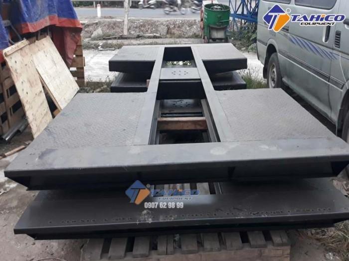 Cầu nâng 1 trụ rửa xe ô tô ấn độ lắp âm nền kiểu chữ i - tahico0