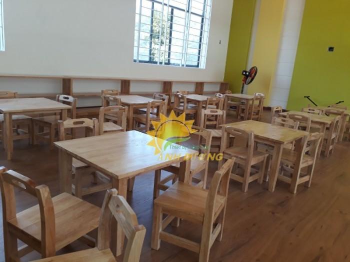 Cần bán bàn ghế gỗ trẻ em cho trường lớp mầm non, gia đình giá hấp dẫn4