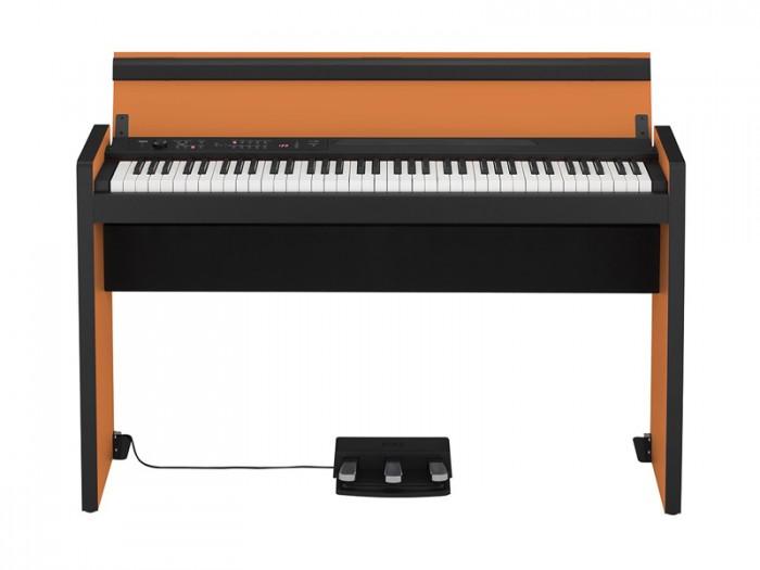 - Hệ thống loa mạnh mẽ tạo ra âm thanh phong phú, sống động. Hệ thống âm thanh nổi bên trong của đàn piano kỹ thuật số LP-380 có hai loa lớn 10 cm được cung cấp bởi cặp khuếch đại 11 watt. Những loa này được đặt trong một thùng phản xạ âm trầm, cung cấp phản hồi cấp thấp mở rộng cho âm thanh sâu, đầy đủ. Vị trí của thùng loa bên dưới bàn phím cho phép âm thanh bao phủ toàn bộ đàn piano, tạo ra sự cộng hưởng tự nhiên hơn.  - Hiệu suất bàn đạp cao cấp Bàn đạp là một phần không thể thiếu giúp bạn thể hiện âm nhạc tinh tế hơn. Đàn piano điện số LP-380 cung cấp ba bàn đạp giống như trên một cây đàn piano cơ.
