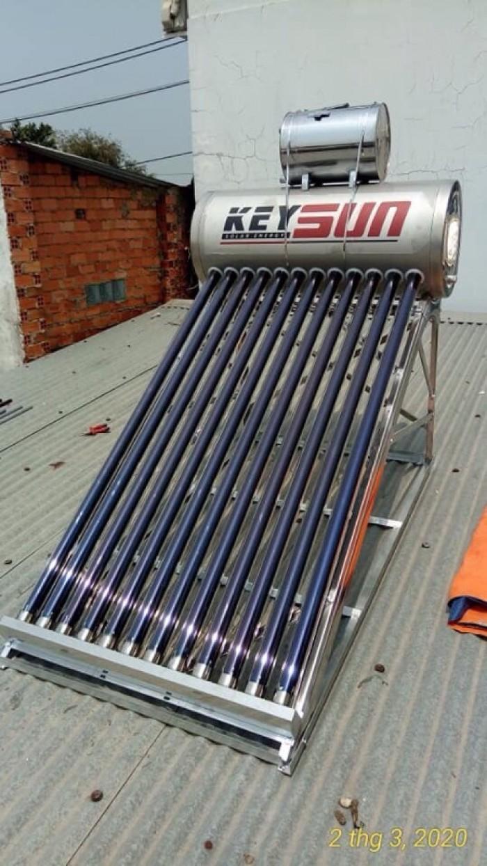 Máy nước nóng năng lượng mặt trời2
