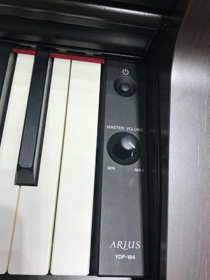 Nút nguồn và Master Volume Đàn Piano Điện Yamaha YDP 164