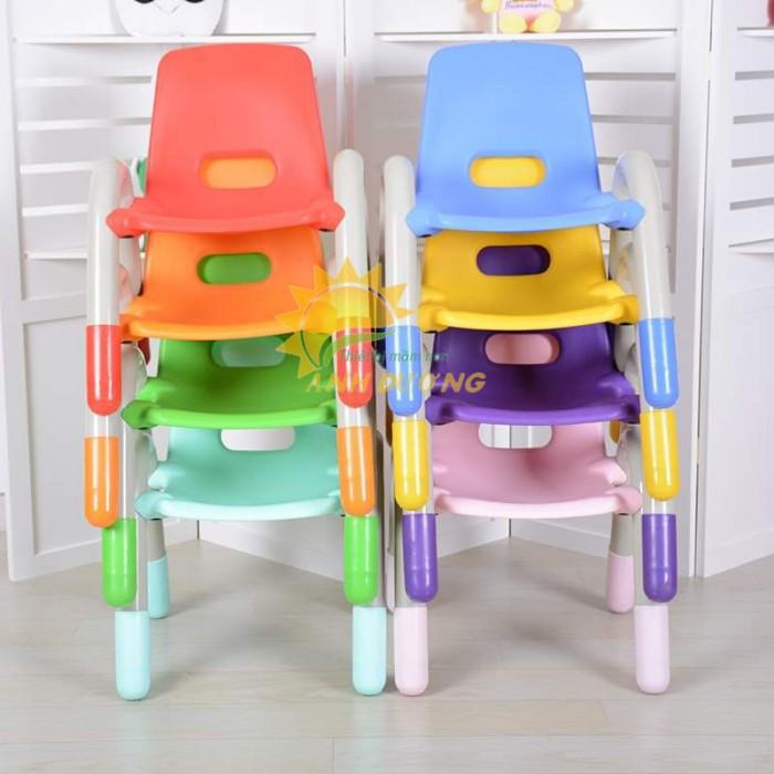 Ghế nhựa mầm non có tay vịn bền chắc cho trẻ em mầm non0