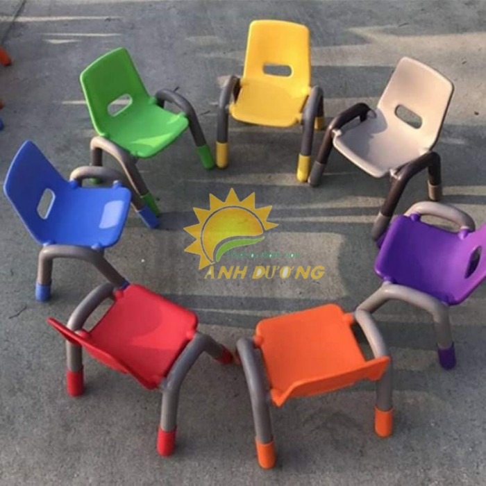 Ghế nhựa mầm non có tay vịn bền chắc cho trẻ em mầm non2