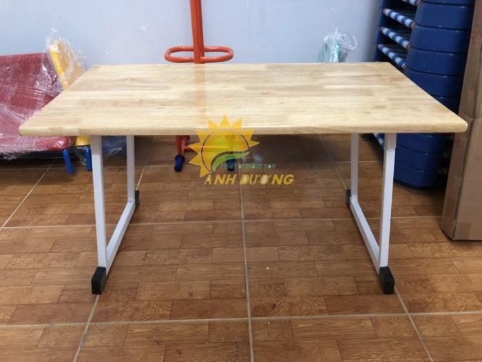 Chuyên cung cấp bàn gỗ mầm non hình chữ nhật gập chân cho trẻ em0