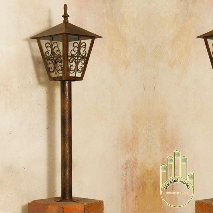 Mẫu đèn trụ đứng cổ điển Đèn Đông Phương1