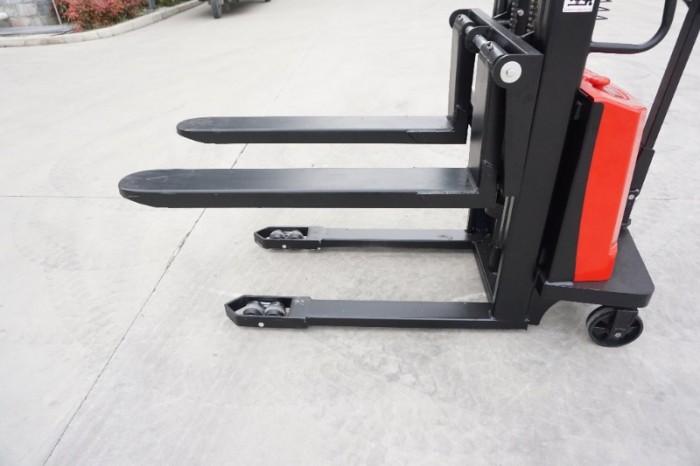 Xe nâng bán tự động chân hẹp 1,5 tấn Sagolifter2