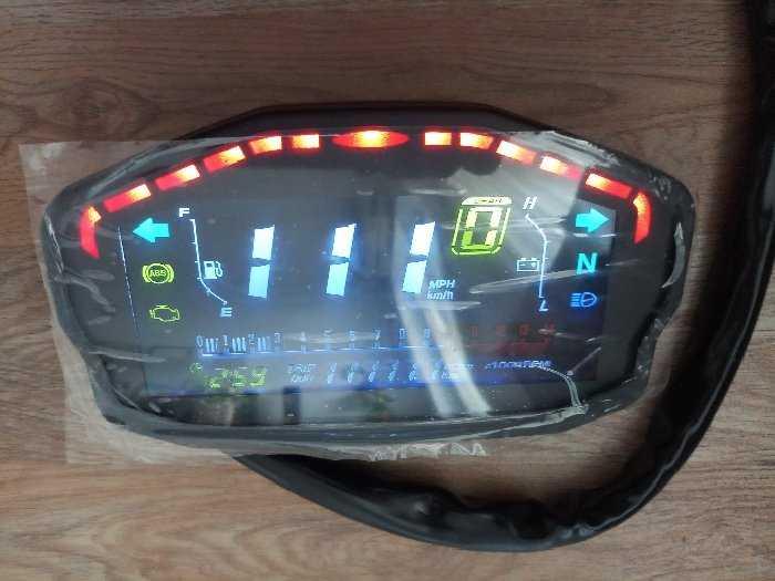 Đồng hồ điện tử xe Ducati0