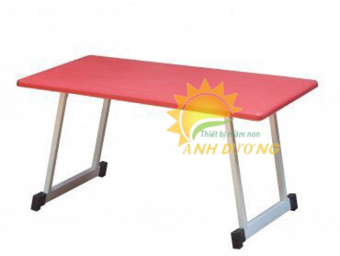 Cung cấp bàn nhựa hình chữ nhật xếp chân cho bậc mẫu giáo, mầm non1