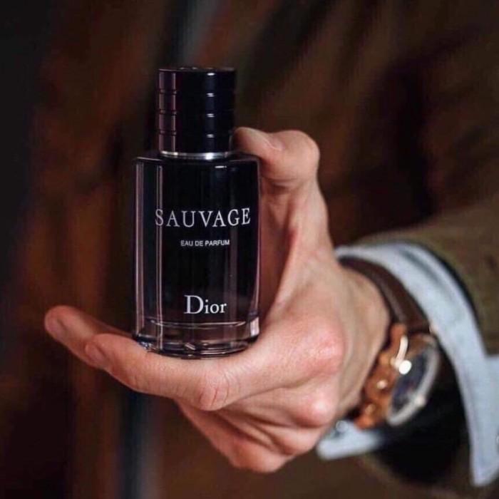 𝘿𝙞𝙤r 𝙎𝙖𝙪𝙫𝙖𝙜𝙚 𝙀𝙖𝙪 𝘿𝙚 𝙋𝙖𝙧𝙛𝙪m 100ml (Pháp) - Full: 2550k - tester: 1850k  Sản phẩm mang đến hình ảnh người đàn ông mạnh mẽ, lịch lãm, rất hoàn hảo nhưng không hề xa cách.  Nếu bạn là người thích trải nghiệm, phóng khoáng, có một cái đầu lạnh nhưng trái tim nóng, hãy để mắt đến Dior Sauvage, chắc chắn sẽ không làm bạn thất vọng.2