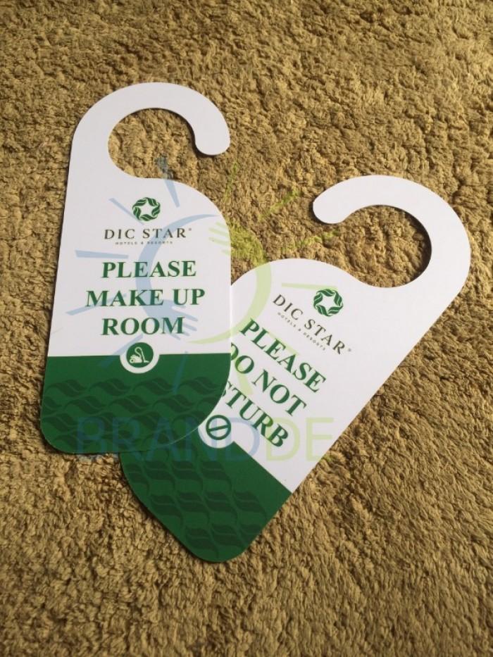 Thẻ treo cửa phòng khách sạn in logo6