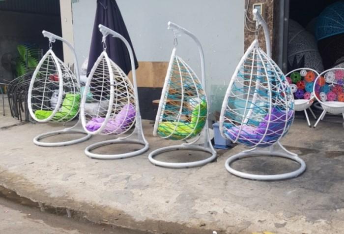 Xích đu giá bán tại nơi sản xuất bàn ghế nhựa giả mây nhựa đúc bàn ghế gỗ..1