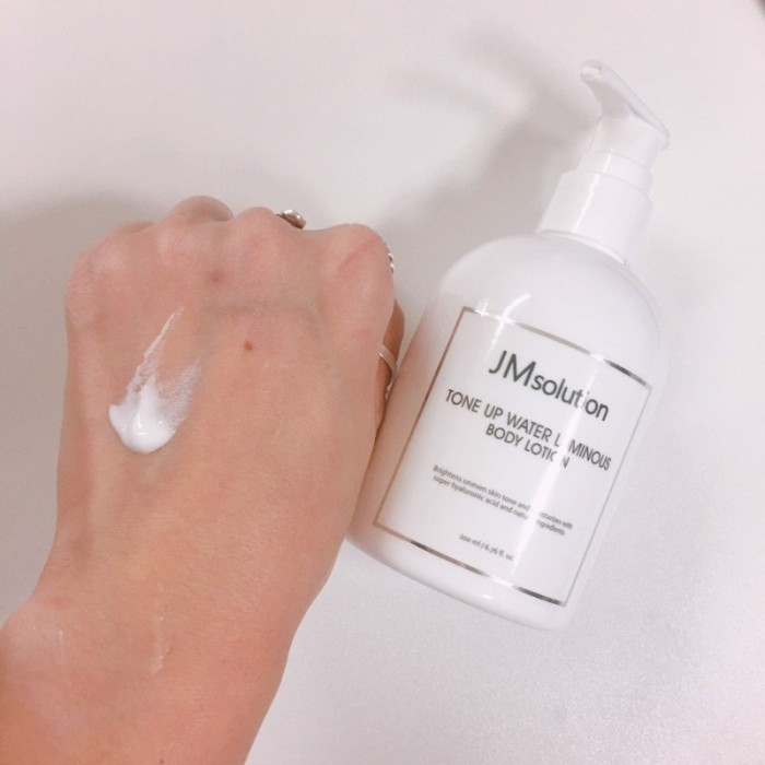 Sữa dưỡng da toàn thân JM Solution Tone Up Water Luminous Body Lotion0