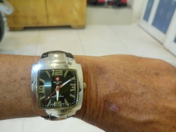 Đồng hồ quartz vuông dây da .4