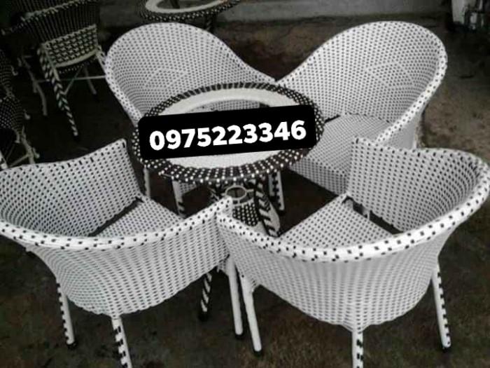 Công ty chuyên sản xuất các loại bàn ghế mây nhựa thanh lý giá siêu rẻ..