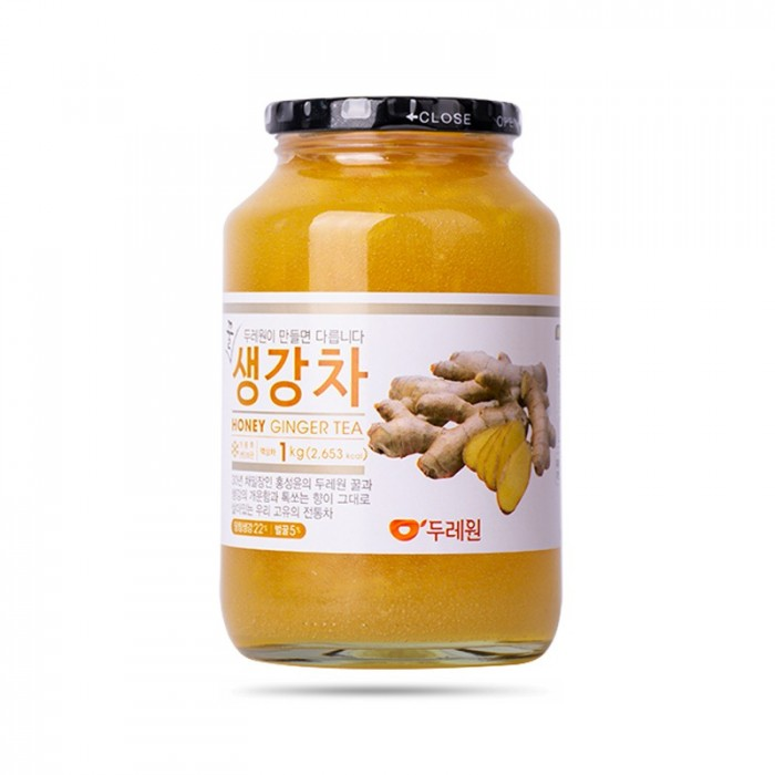 Mật Ong Gừng HONEY (Hàn Quốc): 200k/hũ 1kg, Date t02/2022  - Đây là sản phẩm rất được lòng những người lớn tuổi tại xứ Hàn, với mật ong nguyên chất quyện cùng những lát gừng tươi cực đậm vị. Nếu mật ong chanh nhấn mạnh vào độ thanh mát thì mật ong gừng lại đậm đà trầm ấm, để lại dư vị cực kì khó quên.  - Có thể pha trực tiếp mật ong gừng cùng nước ấm/trà các loại (thêm đá nếu uống lạnh), dùng làm mứt ăn cùng bánh mì mềm/bánh ngọt vào mỗi sáng. Rất thích hợp làm quà tặng  - Với các bạn thích uống trà lạnh, mật ong gừng kết hợp cùng trà, thêm đường đá ngon không kém gì trà đào, trà chanh   - Ngoài việc thông cổ, mát họng, ngăn ngừa cảm cúm, mật ong gừng còn có tác dụng làm ấm bụng4