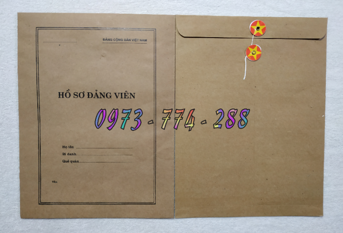 Bán quyển lý lịch của người xin vào Đảng16