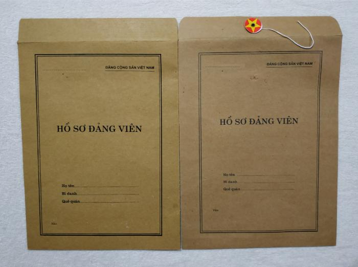 Bán lý lịch của người  xin vào đảng gồm có quyển bìa trắng, bìa xanh, bìa màu búa liềm13
