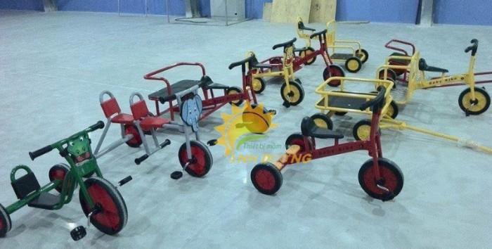 Xe đạp 3 bánh cho trẻ em mầm non tập đi giá cực SỐC3