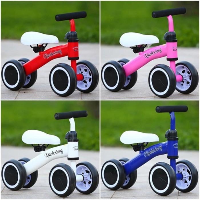 Xe Chòi Chân Thăng Bằng/Xe đẩy vận động 4 bánh cho bé  - Xe giúp bé đẩy chân phát triển thể lực. - Dùng cho bé từ 1 - 2.5 tuổi - Bánh nhựa cứng bọc viền xốp. - Xe Đẩy Tập Chân Vận Động 4 Bánh. Yên xe điều chỉnh dc 3cm. Độ cao của tay lái điều chỉnh được  220k/chiếc6
