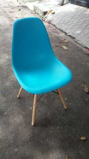 Lô ghế nhựa màu sắc đẹp, chân gỗ, cho kinh doanh cà phê1